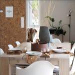 Kork vegg som stilig oppslagstavle på kjøkken