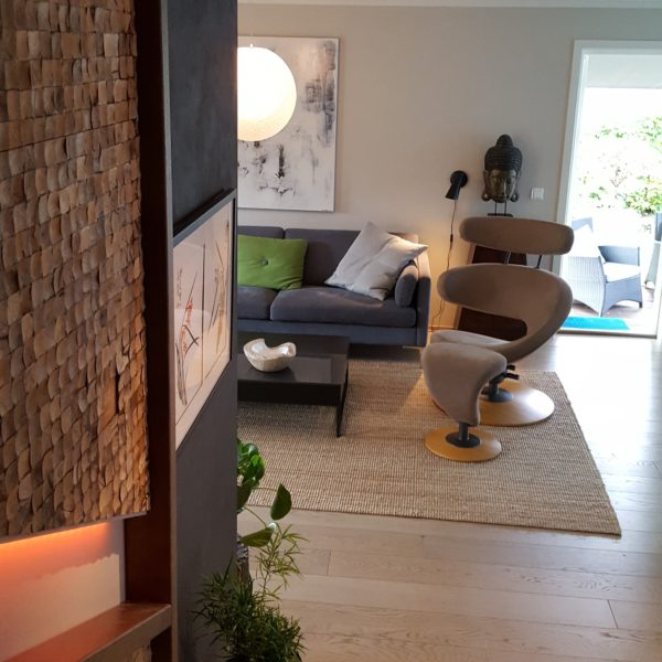 Kokosnøtt som veggdekor i trapperom