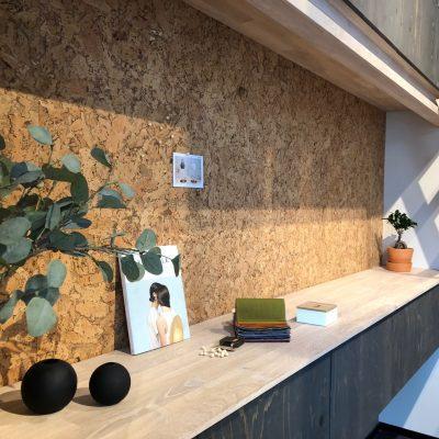 Stor lekker kork vegg på kontoret til Måndalen Trevare