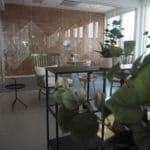 korkvegg i åpent kontor
