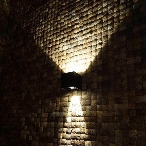 Fliser av kokosnøtt på vegg