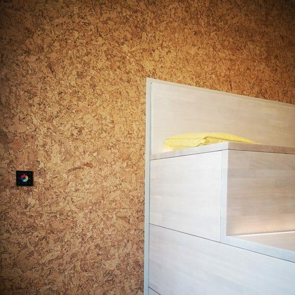 Detaljbilde kork vegg hos Compedge