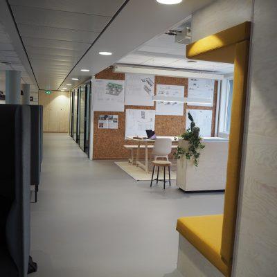 Kork vegg som oppslagstavle i Evoc sine kontorlokaler