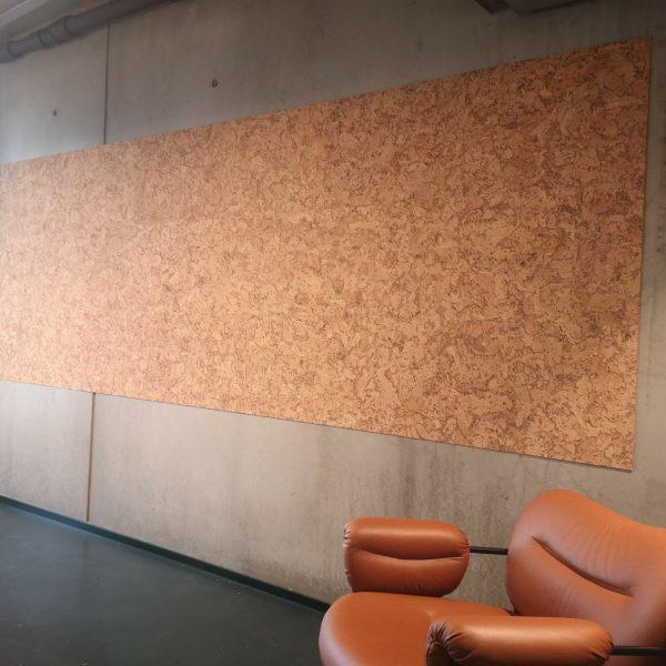 Store kork plater som praktisk oppslagstavle på kontoret til Netlife Design i Oslo