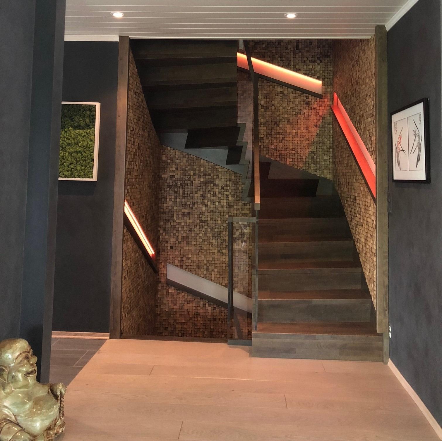 Stue med dekorvegger i mosaikk fliser av kokosnøtt
