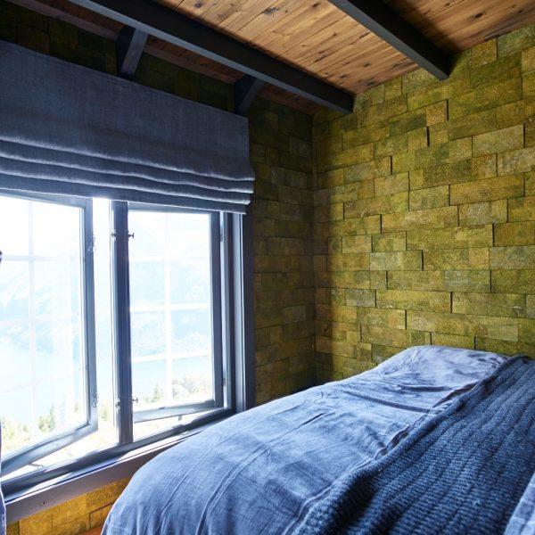 grønn kork vegg på soverom i eventyrlig oppussing