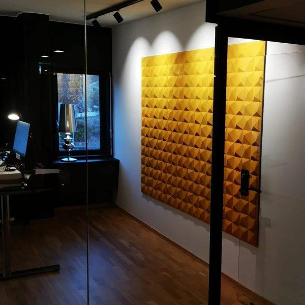 Gule kork fliser på kontoret til Nærsenter Utvikling i Bærum