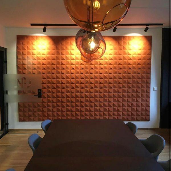 Kork fliser i dekorativt 3D mønster på møterom