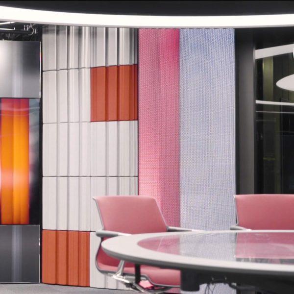 TV2 nyhetskanalen dekorert medd lyddempende panel fra WALL-IT