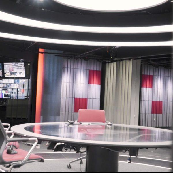 Store akustikk plater hos TV2 nyhetskanalen