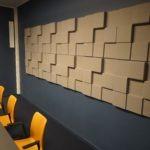 Støydempende panel i 3d design på kontor