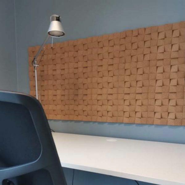 Kork fliser som lekker veggdekor hos KB Arkitekter