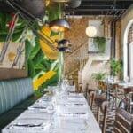 Dekor vegg i kokosnøtt fliser på restaurant i Oslo