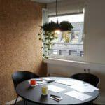 Praktisk kork vegg på møterom hos Kikkut reklamebyrå