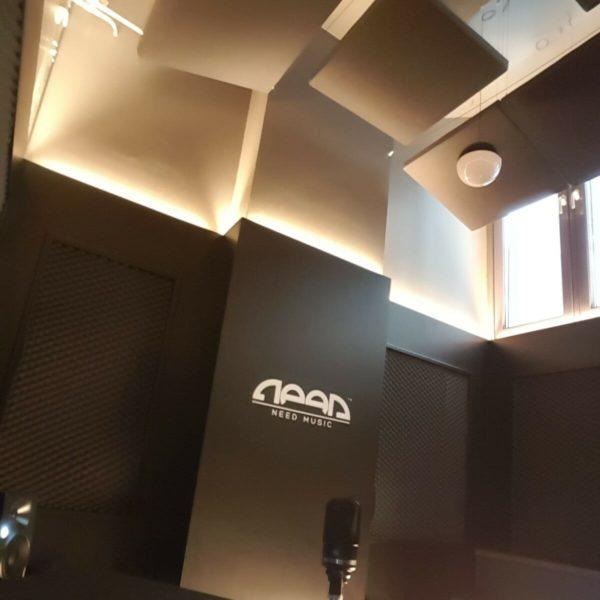 Akustikkpanel fra WALL-IT i himling hos Need Music