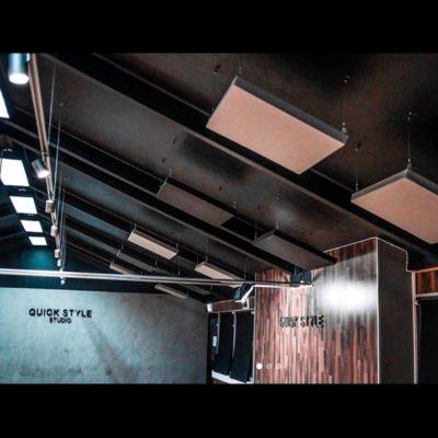 Lyddempende panel fra WALL-IT i taket hos dansestudioet Quickstyle