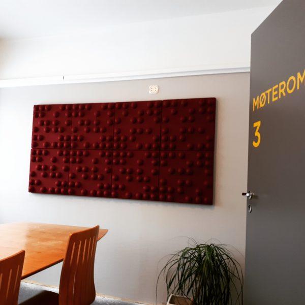 Møterommet på habiliteringssenter ble forbedret med lyddempende panel fra WALL-IT