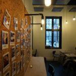 Kork vegg fra WALL-IT som oppslagstavle på kafe i Oslo