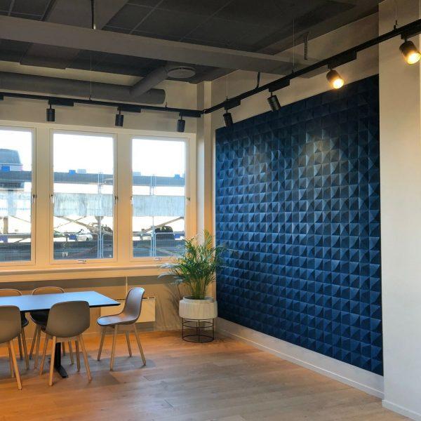 Blå kork fliser i 3D på kontoret til Documaster