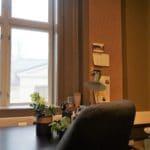 Praktisk oppslagstavle på kontoret til Capitana Forlag