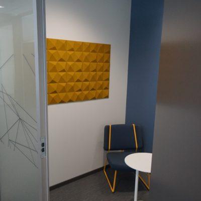 Kork vegg på møterom på høgskolen i innlandet