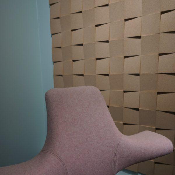 Kork vegg som lyddemper på kontor