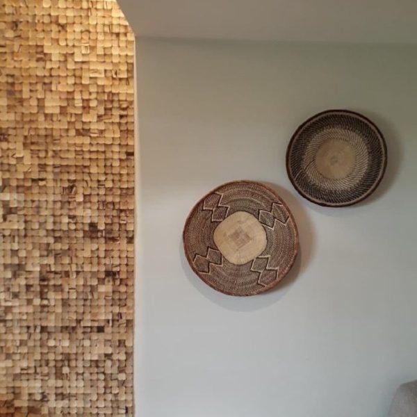 kokosnøtt vegg på suiten til hotellet i Dyreparken i Kristiansand