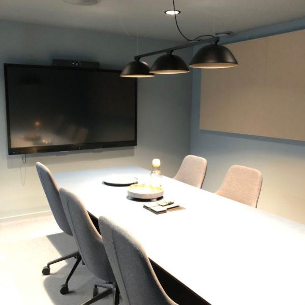 A-klasse lydabsorbent på møterom
