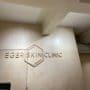 Lydplater i himling hos Eger Skin Clinic