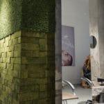 Grønn mose og kork på frisørsalong i Bergen