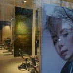 Frisørsalongen Adam og Eva i Bergen med kork vegg og mose vegg fra WALL-IT