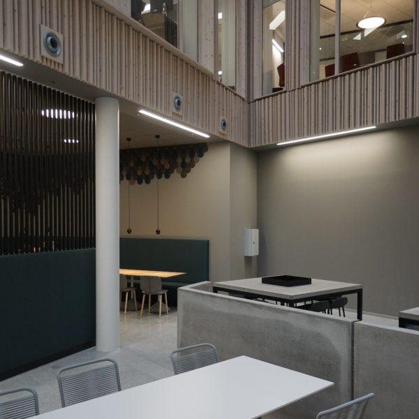 3D kork fliser som dekor vegg i kantinen til Helsedirektoratet
