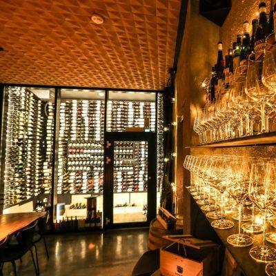 Kork fliser i himling hos vinbaren Vino bar i Ålesund