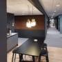 Dekorativ kork vegg i nydelig brun farge på kontoret til Bakke