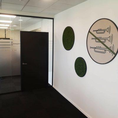 mose sirkler og lyddempende panel på kontoret hos Sopra Steria