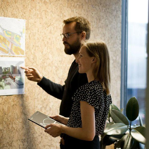 Praktisk kork tavle på møterommet hos Holon Arkitekter i Bergen
