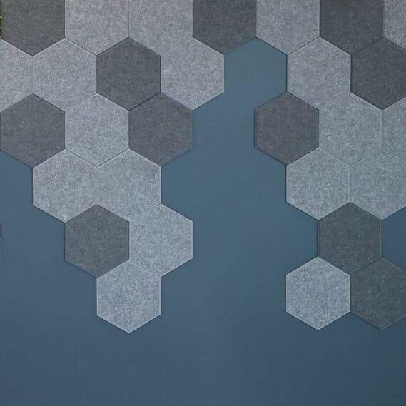 Vegg fliser i hexagon mønster på kontor i Oslo