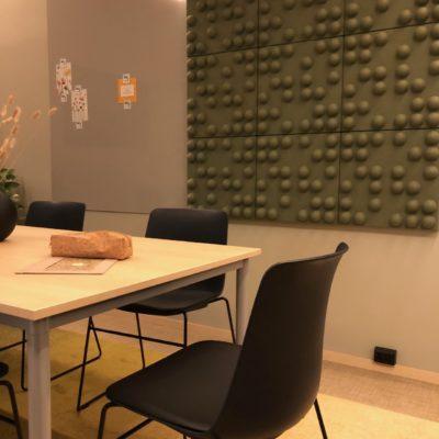 Lyddempende panel i lekkert design på Hub WALL-IT