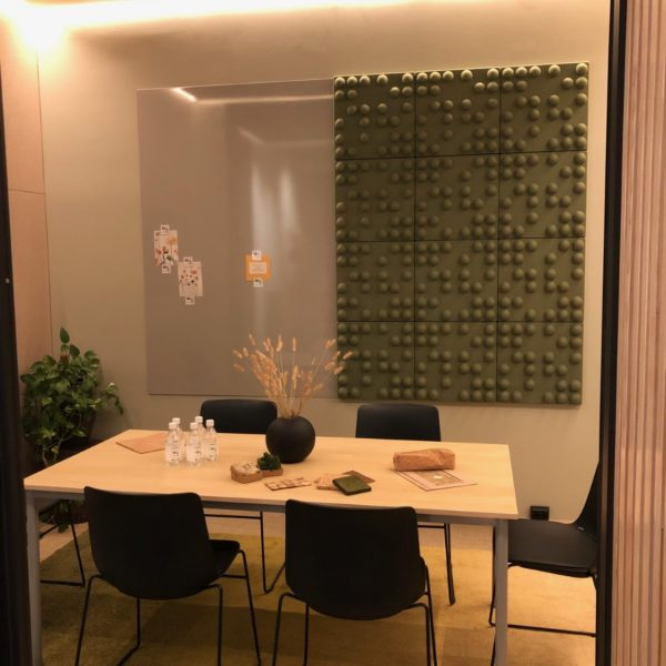 Akustikk panel på møterom